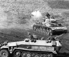 German Panzer IV and Sd.Kfz. 251 halftrack \ Wikipedia