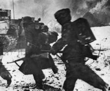 Russian infantrymen advancing in a sector on the Eastern Front