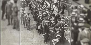 """Pals"" departing from Preston railway station, August 1914 