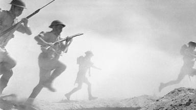 Left: British infantry at El Alamein, right: German soldiers at Stalingrad | Wikipedia