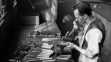 Making steel bill hooks and knives in Sheffield by hand, 1932