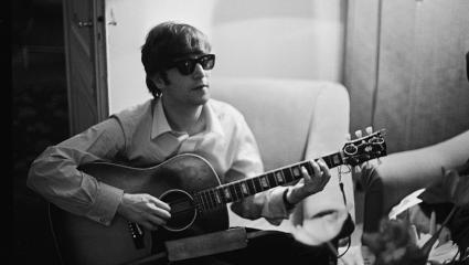 Beatles star man claimed to see a UFO in 1974.