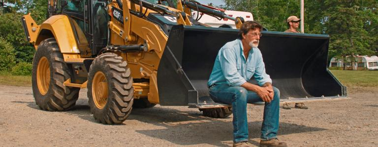 Rick Lagina sits on his pick up truck deep in thought, it's that treasure again....