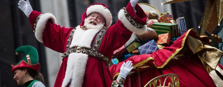 Santa Claus waves to the crowd during the Macy's Thanksgiving Day (Getty).