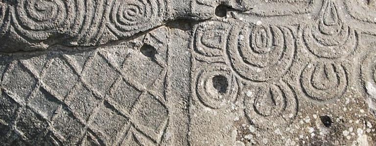Stone at Newgrange | Johnbod - Wikimedia | CC BY-SA 3.0